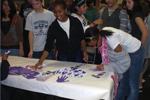 Teens taking the pledge